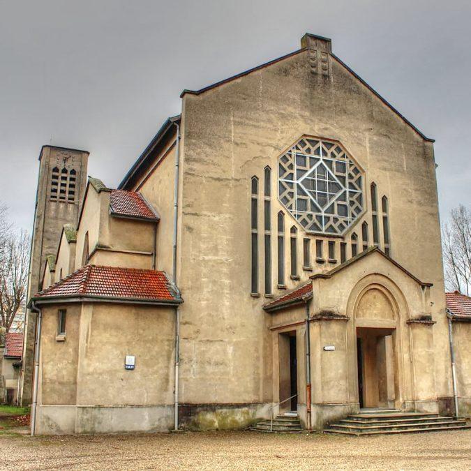 Villeurbanne – Église de la Sainte Famille