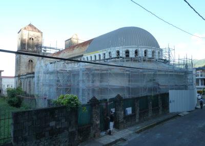 Saint-Pierre- Martinique - Cathédrale du Mouillage - Vitraux - Tranche ferme ensemble vue de l'extérieur en cours de pose
