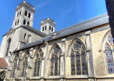 Verdun - Cathédrale - Vue d'ensemble extérieur du collatéral sud depuis le cloître